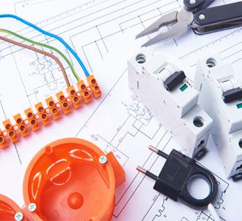 L'électricité fait partie des métiers d'Atole : bacs encastrés, rehausses techniques, coffrets d'habillages et tableaux de communication.